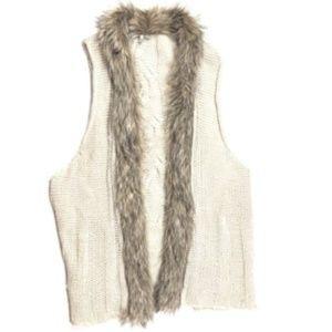 BKE Buckle  XL Large Faux Fur Trim Sweater Vest t2